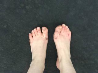 Deez feet is good