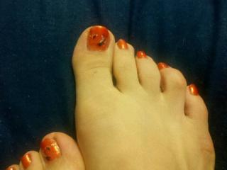 Nailpolish (orange with designs)