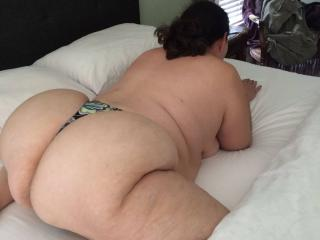 Anna's huge thick phat ass 8 of 9