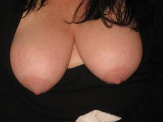 Wife Flashing Her Tits 5 of 9