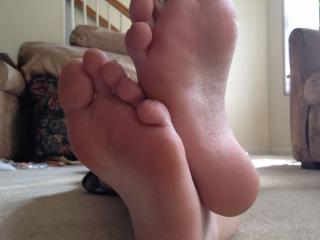 Fiancé' feet