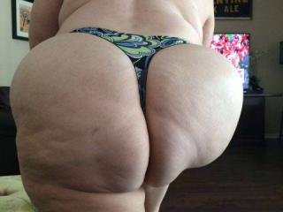 Anna's big hangers and her thick mature phat butt 8 of 20
