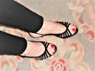 My wife's slut feet to feet lovers