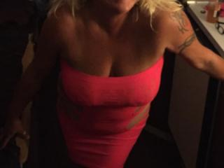 Hot Blonde Milf is SEXY! 10 of 19