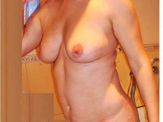 Pretty wife Kaja show body