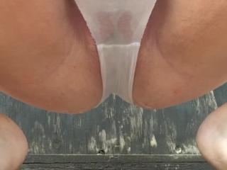 Outdoor pissing in knickers