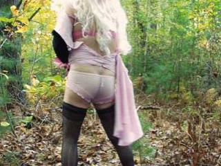 Crossdresser Outdoors 16 of 20