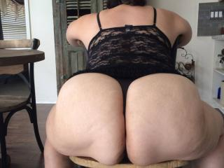 Anna's huge thick phat ass 6 of 9