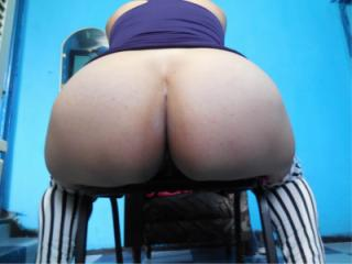 Young female with huge ass 01