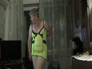 Marinka dances and then undresses to a goal