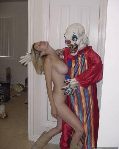 Adult amateurs upload sexy halloween pictures and halloween sex videos