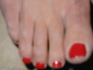 God i love her feet!