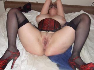 Elizabeth - Red corset, Gloves & Stockings