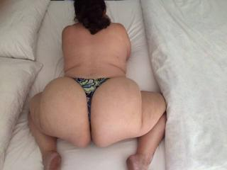 Anna's big hangers and her thick mature phat butt 1 of 20