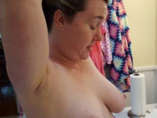 Arms up... sideboob