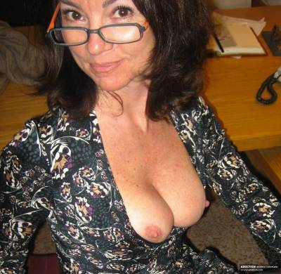 Amateur milf pics and milf videos at Adultism Amateur Network