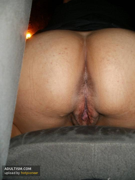 Sexy mexican ex girlfriend rubbing her wet pussy
