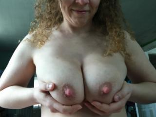 Curvy naked wife