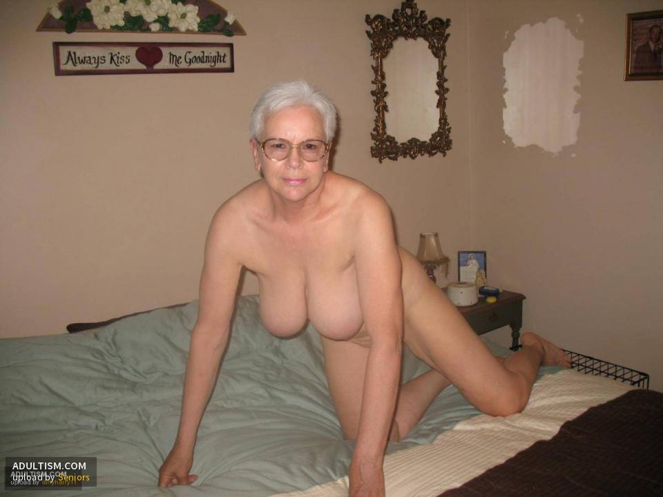 Senior citizen nudist pussy