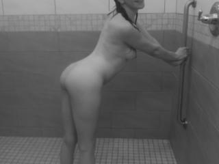 Public shower time with T