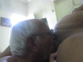 Kissing pussy