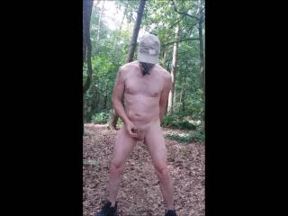 public naked outdoor exhibitionisme again with great cumshot